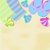 Sommarillustration med en strand, sandaler, handdukar och sniglar Royaltyfri Illustrationer
