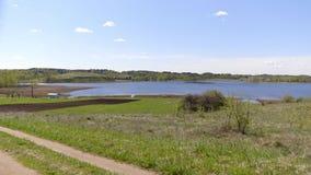 Sommarlandskap av Braslav sjöar och vägen lager videofilmer