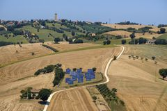 Sommarlandskap i gränser Italien nära Montecassiano arkivbilder