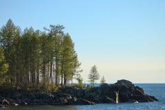 Sommarlandskap, Lake Baikal royaltyfri bild