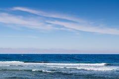 Sommarlandskap med havet royaltyfri bild