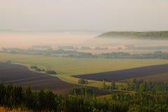 Sommarlandskap, sikt från berget fotografering för bildbyråer