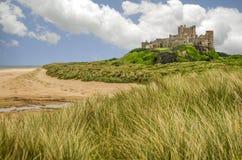 Sommarlik Bamburgh slott i Northumberland England Arkivbilder