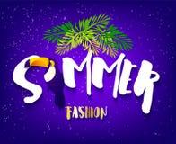 Sommarmodebaner med tukan, text och palmblad på violett bakgrund Plan design Tropiskt kort för vektor Arkivfoton