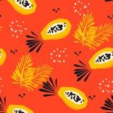 Sommarmodellen med den abstrakta papayaen och gömma i handflatan filialer på röd bakgrund Prydnad för textil och inpackning vekto Royaltyfria Bilder