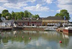 Sommarmorgon i den gamla hamnen av Naantali finland arkivbild