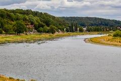 Sommars dag på floden Elbe arkivfoton