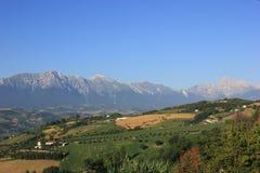Sommarsikt av Apenninesen i Abruzzo Arkivbild