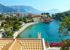Sommarsikt av den Assos byn (Grekland, Kefalonia) Fotografering för Bildbyråer