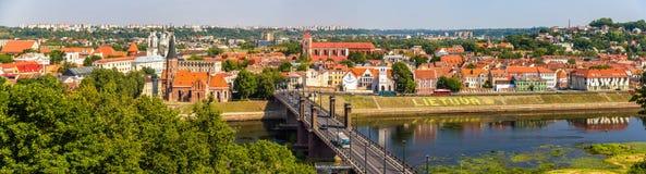 Sommarsikt av Kaunas Arkivfoto