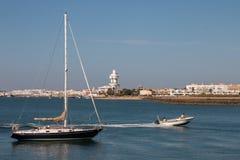 Sommarsikt av stillhetvattnet nära Isla Cristina, Spanien Arkivbild