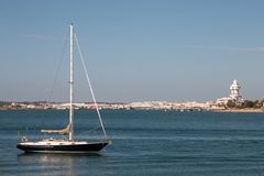 Sommarsikt av stillhetvattnet nära Isla Cristina, Spanien Fotografering för Bildbyråer