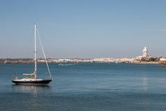 Sommarsikt av stillhetvattnet nära Isla Cristina, Spanien Royaltyfri Fotografi