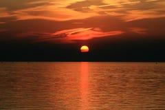 sommarsolnedgång Arkivfoton