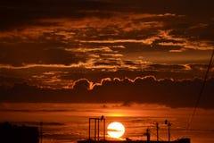 Sommarsolnedgång av St Petersburg arkivfoton