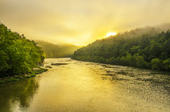 Sommarsoluppgång, Cumberland River, Cumberland faller delstatsparken Fotografering för Bildbyråer