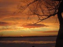 Sommarstormsolnedgång över den Grosse ön Michigan Royaltyfria Foton