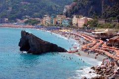 Sommartid på en strand i Italien Arkivbild