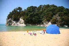 Sommartid på stranden, Nya Zeeland Royaltyfri Foto