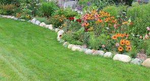 Sommarträdgård royaltyfri fotografi