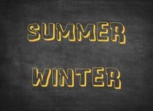Sommarvintern kryddar varma kalla barnbokst?ver arkivfoto