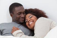 Sommeil africain de couples Image stock