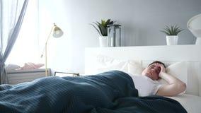 sommeil d'homme de bâti banque de vidéos
