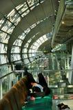 Sommeil dans l'aéroport Photo libre de droits