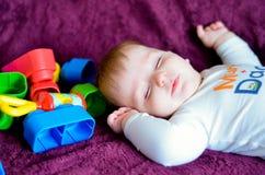 sommeil de bébé garçon Photo libre de droits