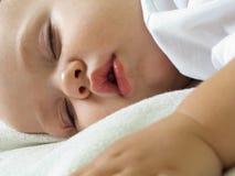 Sommeil de petit enfant Photo libre de droits
