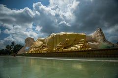 sommeil géant de Bouddha myanmar de bago Photo stock