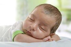 sommeil nouveau-né de bébé Photos stock