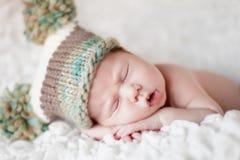 Sommeil nouveau-né de chéri Photographie stock libre de droits