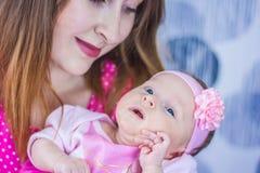 sommeil pour des enfants nouveau-né dans Photographie stock libre de droits