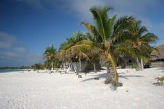 Sommeil sur la plage Photo libre de droits