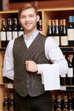 Sommelier in the store near shelves Royalty Free Stock Photos
