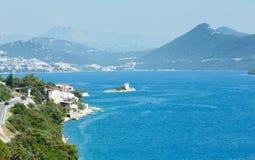 Sommerseeküstenlinienansicht (Kroatien) Lizenzfreies Stockfoto
