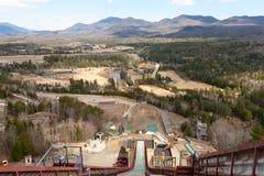 Sommer-Ansicht von Ski Trampoline Stockfotografie