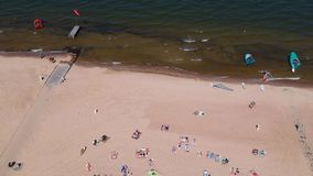Sommer auf dem Strand von Ostsee in Sopot stock video footage