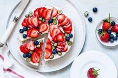 Sommer Berry No Bake Cheesecake stockbilder