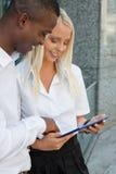 Sommer der erfolgreichen Geschäftsteam-Verschiedenartigkeit im Freien lizenzfreie stockbilder
