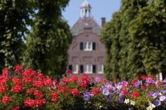 Sommer in der niederländischen Stadt von Nieuwpoort lizenzfreies stockfoto