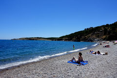 Sommer: eine Bucht des Kaps der Kreuze in Spanien Stockbild