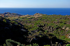 Sommer: eine Bucht des Kaps der Kreuze in Spanien mit blauem Meer Stockbild