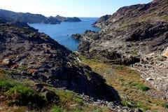 Sommer: eine Bucht des Kaps der Kreuze in Spanien mit blauem Meer Lizenzfreies Stockfoto