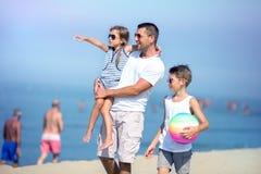 Sommer, Familienkonzept stockbild
