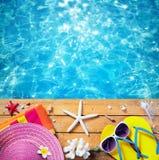 Sommer-Ferien - Strand-Zubehör lizenzfreies stockbild