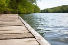 Sommer-Fluss-Dock Stockfotografie