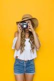 Sommer-Frau, die ein Foto macht Lizenzfreies Stockbild