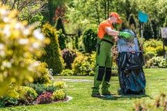 Sommer-Gartenpflege stockfotografie